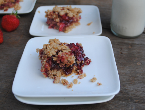 Strawberry Oat Squares from She Let Them Eat Cake.Com @maggiesavage